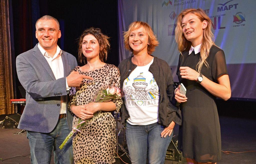 Мэр Николаева Александр Сенкевич и актриса Римма Зюбина с участниками фестиваля