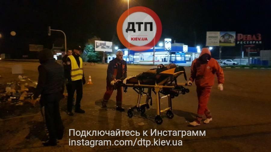 Жесткое столкновение фуры и микроавтобуса под Киевом, опубликованы фото и видео с места ДТП