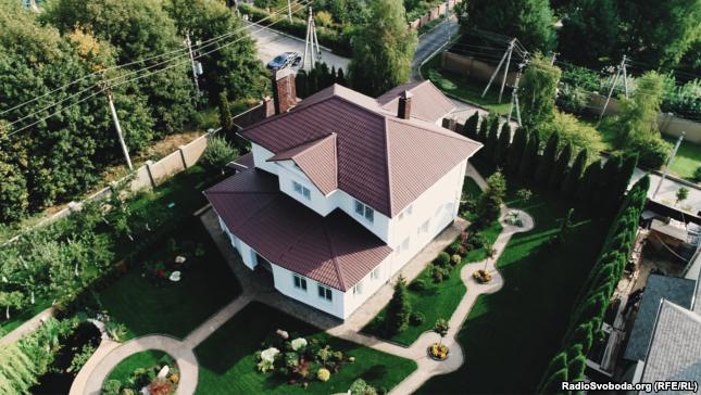 Дом, в котором живет Владимир Гуцуляк с женой