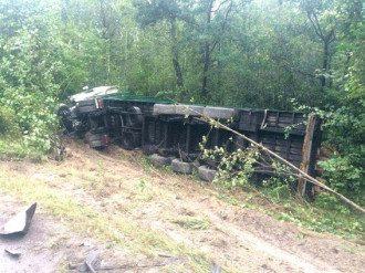 На Ровенщине легковушка влетела в грузовик, погибли 4 человека