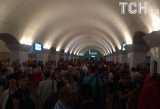 Пассажиры в столичном метро, иллюстрация