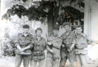 Вячеслав Артеменко (в центре, в очках)