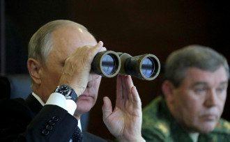 Путін, армія, навчання, бінокль