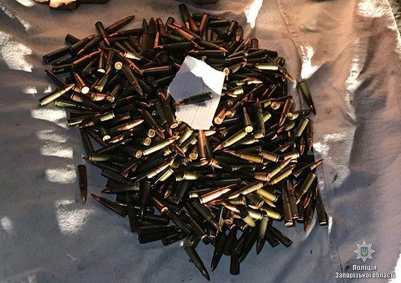 Автомат, пулемет, РПГ и патроны. В Запорожье задержали торговца оружием, опубликованы фото и видео