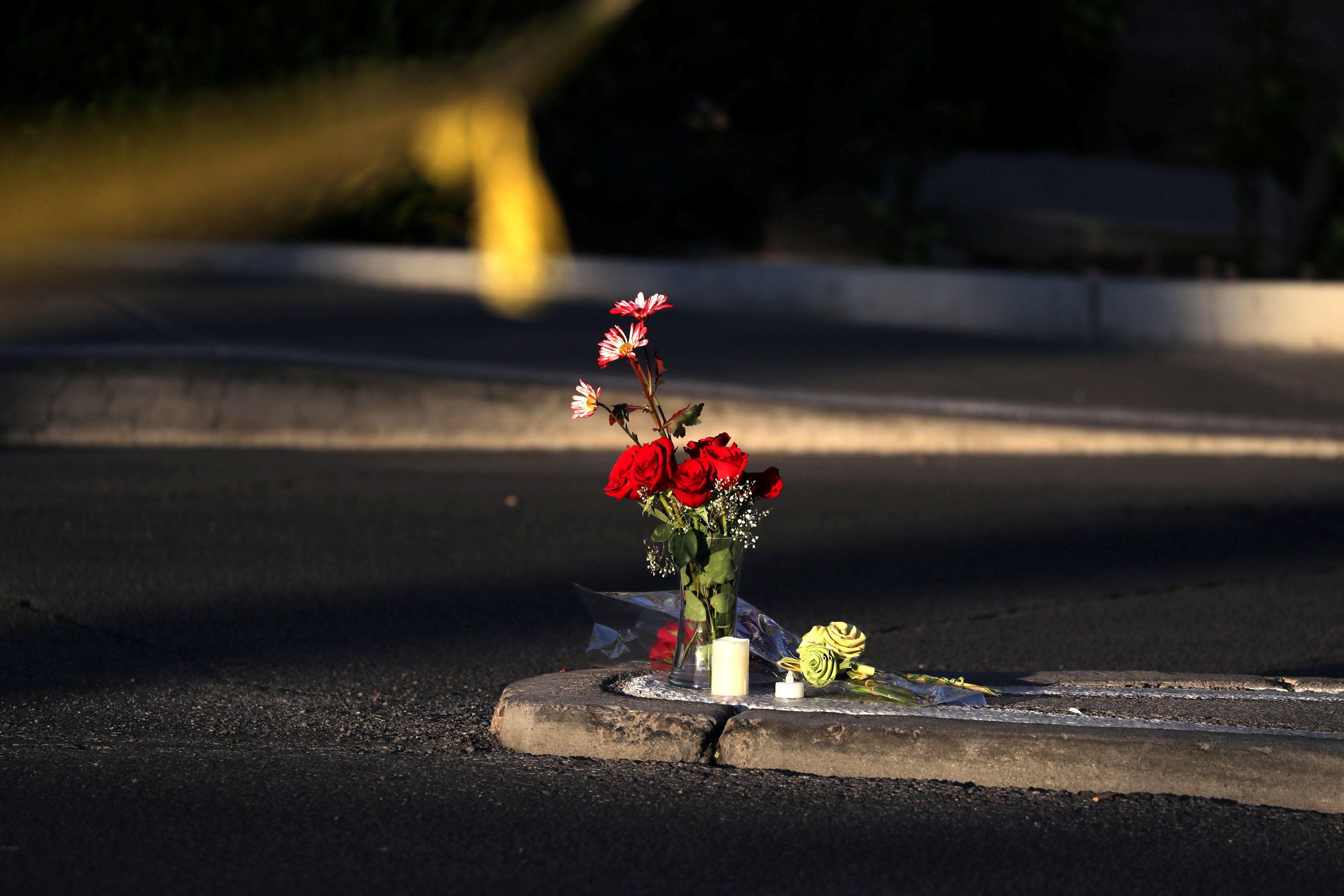Место массового расстрела за пределами курорта и казино Mandalay Bay в Лас-Вегасе.