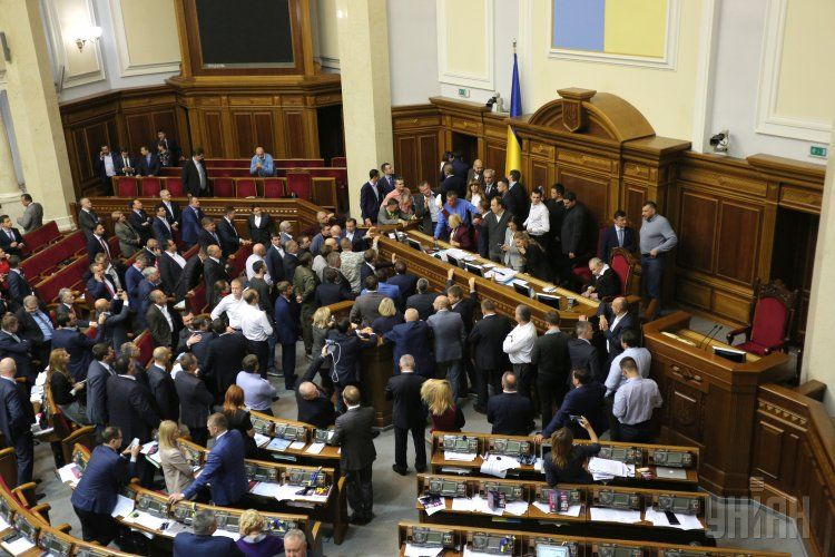 Украинцам стоит предъявлять политикам более жесткие требования