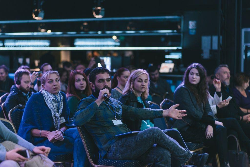 Вопрос из зала задает Дмитрий Суханов