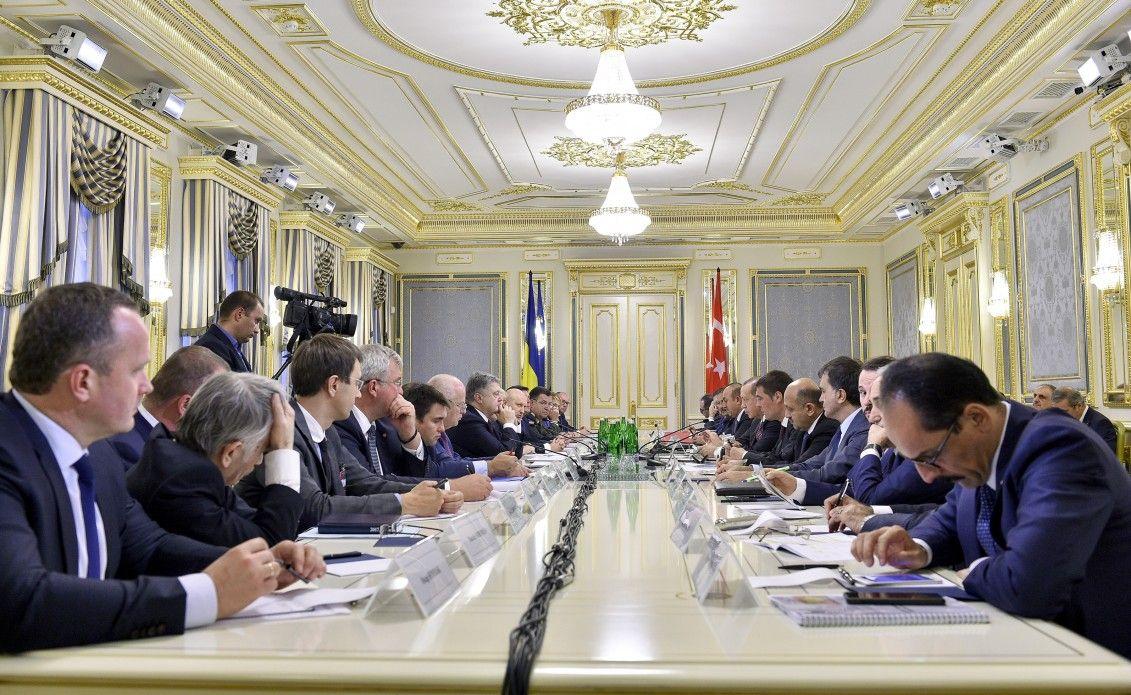 Петр Порошенко и Реджеп Тайип Эрдоган с членами официальных делегаций