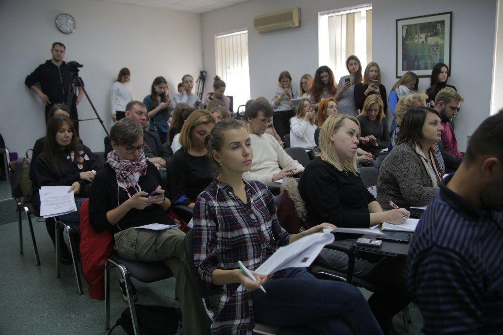 Журналисты и гости в зале пресс-центра