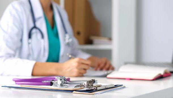 Из Института рака уволили врача Анну Губареву, отказавшуюся лечить ветерана АТО