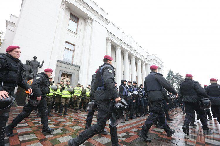 Правоохранители под парламентом