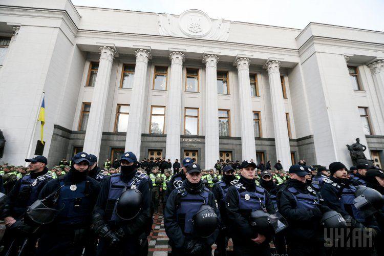 Правоохранители под парламентом, иллюстрация