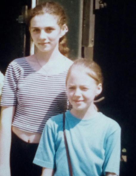 Анна Седокова в 13 лет со знакомой девочкой