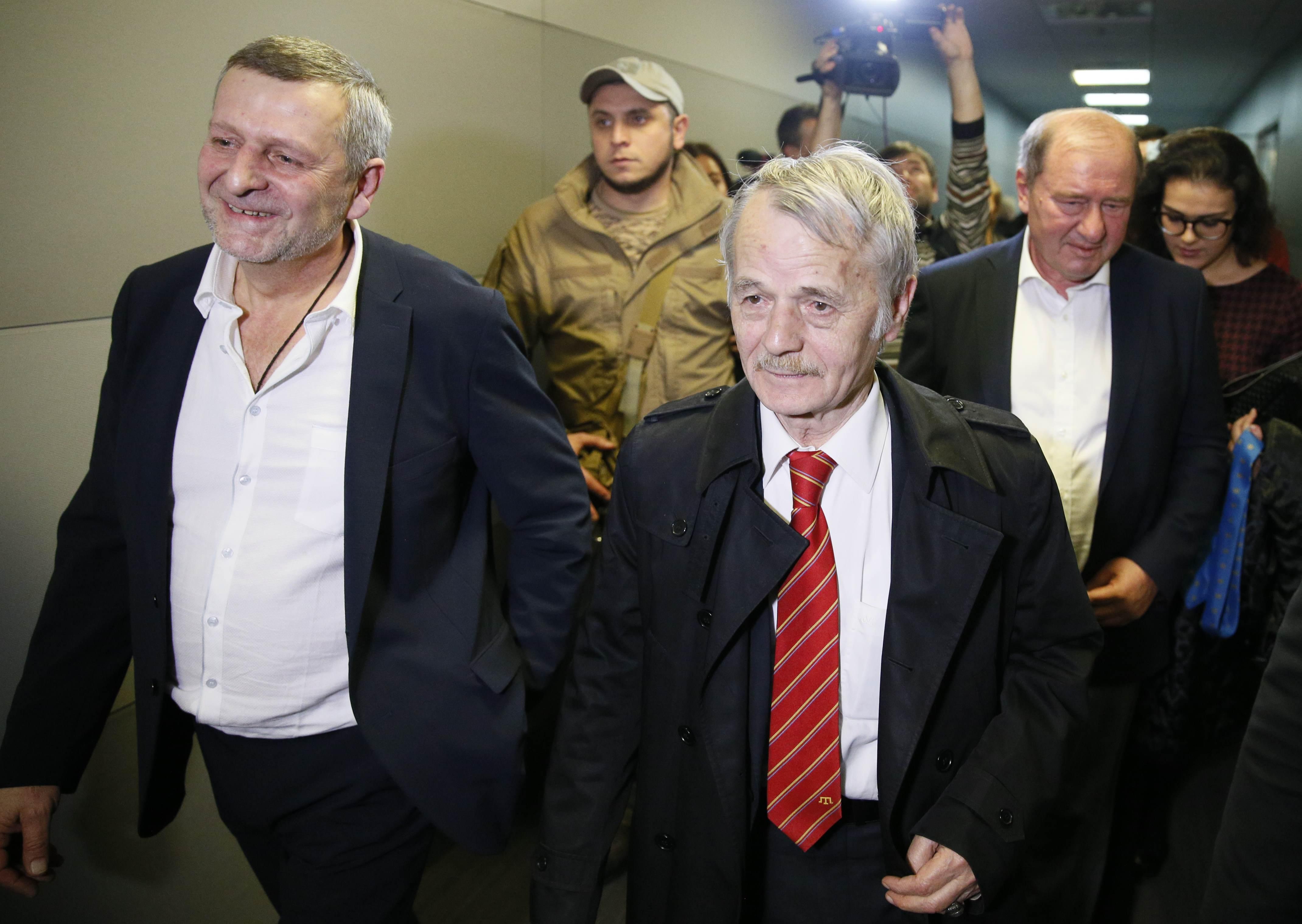 Освобожденные Ахтем Чийгоз и Ильми Умеров