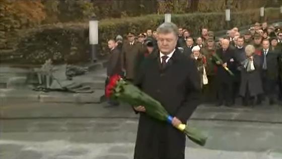 Порошенко принял участие в церемонии чествования памяти погибших.