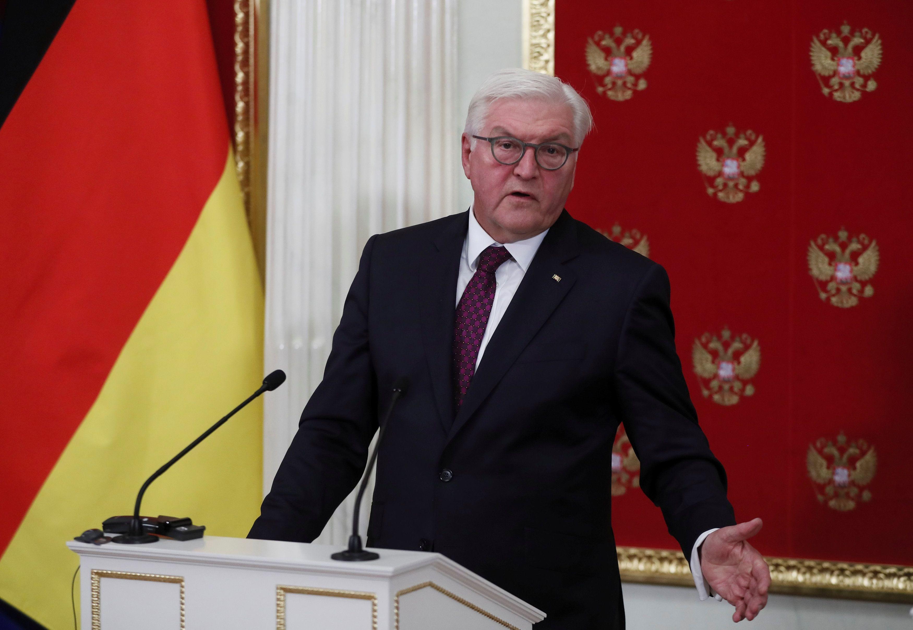 Франк-Вальтер Штайнмайер скоро посетит Украину, сообщил президент