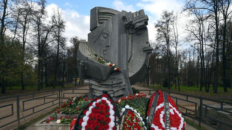 Монумент погибшим на матче Спартак-Харлем