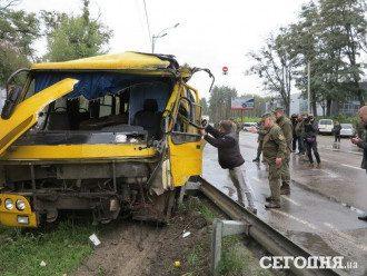 Подробности смертельного ДТП под Киевом, погиб солдат-срочник, опубликованы новые фото аварии