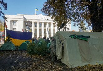 Палатки и митингующие под Радой, иллюстрация