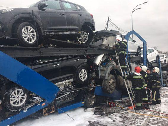 ДТП и пожар. На Ровенщине в результате столкновения автовозов есть погибший и пострадавший