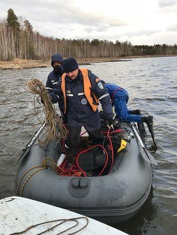 На озере перевернулись две лодки. В РФ утонули поминавшие друзей люди и спасавшие их полицейские