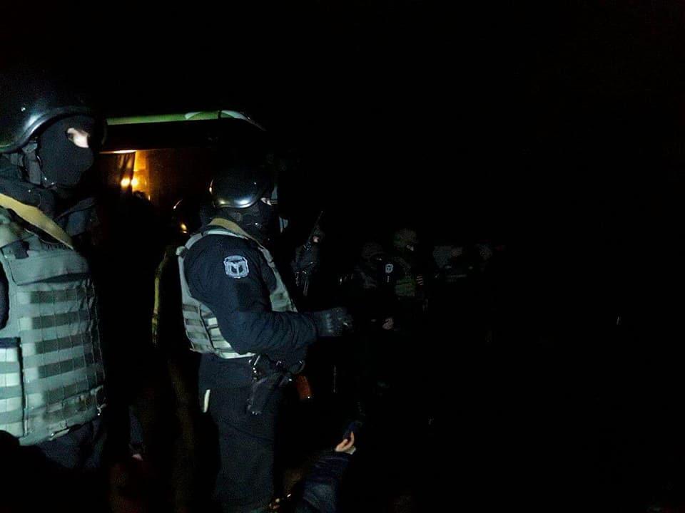"""""""Наезд"""" на агропредприятие. На Полтавщине задержали 40 рейдеров, опубликованы фото"""
