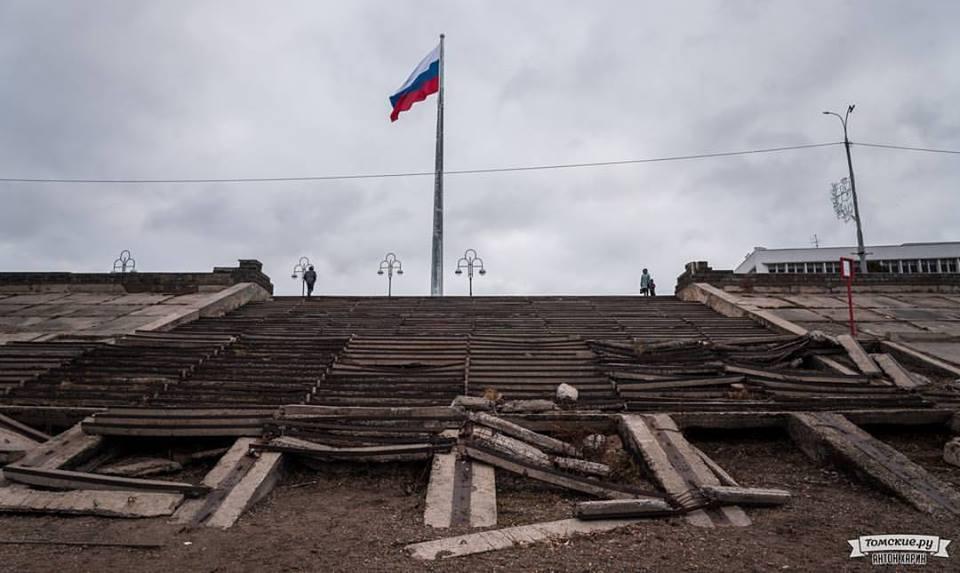 Эксперт полагает, что в России партийной системе грозит крах