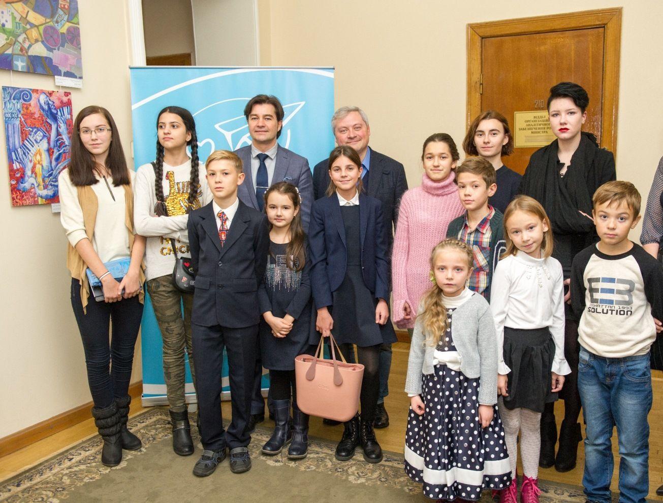 Игорь Янковский, Евгений Нищук и победители пяти конкурсов Детского рисунка