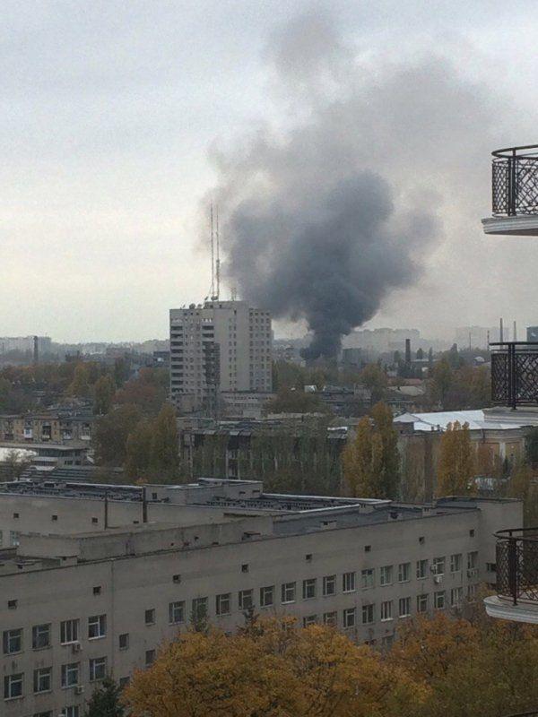 В Одессе горел кондитерский цех, столб дыма поднимался на 30 метров, опубликованы фото и видео