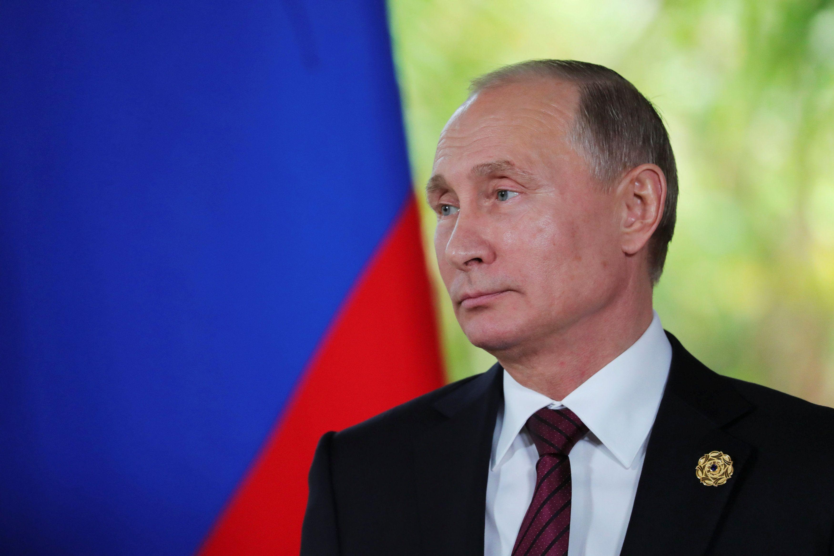 Владимир Путин хочет избежать введения против РФ новых санкций США, отметил эксперт