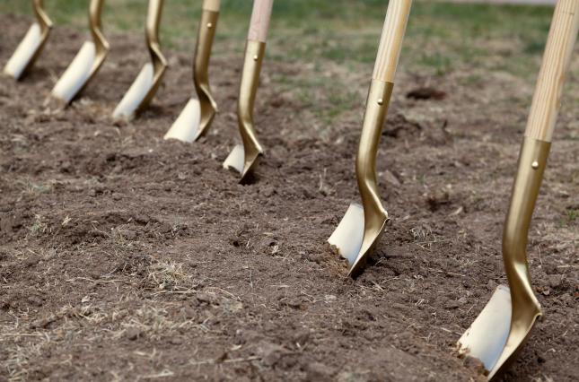 земля, лопата
