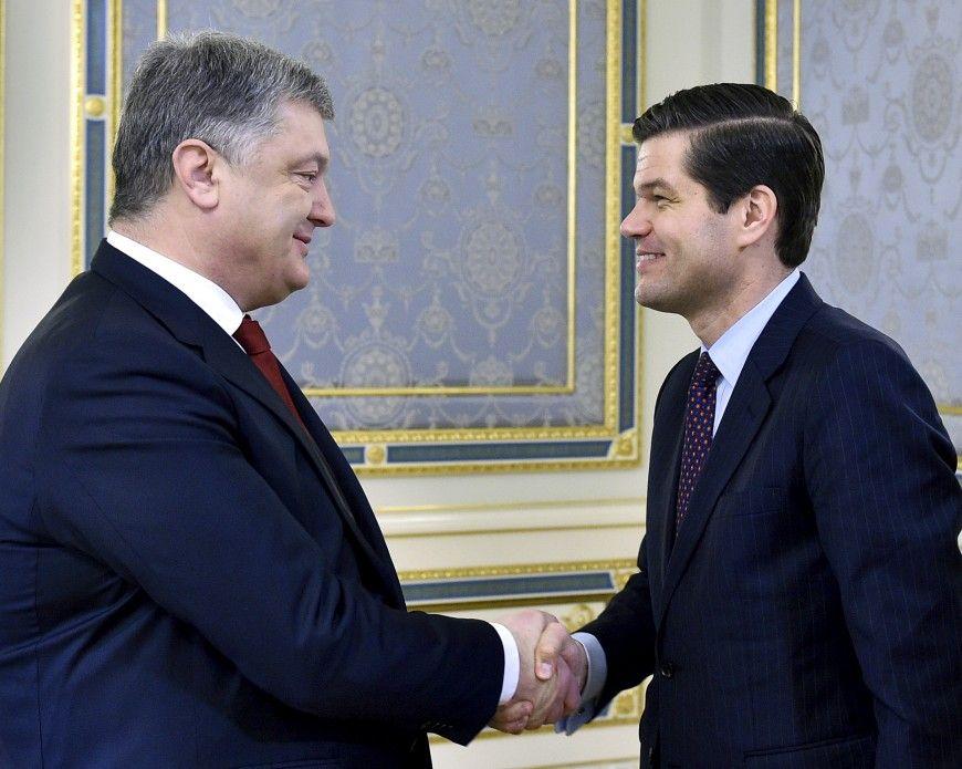 Петр Порошенко и  Весс Митчелл.