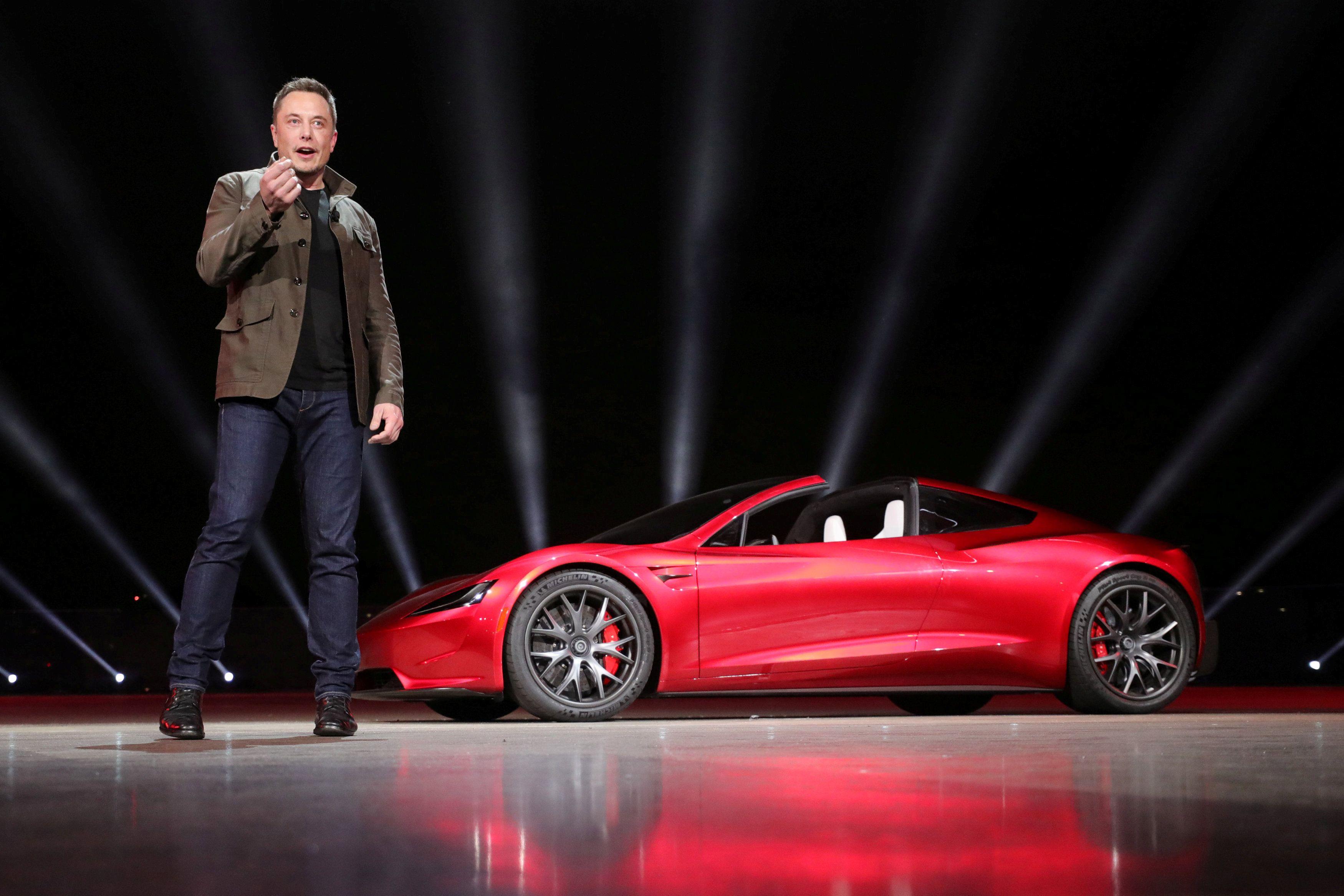 """Tesla показала беспилотную фуру и """"убийцу топливных автомобилей"""", опубликованы фото"""