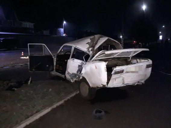 """В Винницкой области """"копейка"""" врезалась в столб: погиб военный, водитель сбежал с места ДТП"""