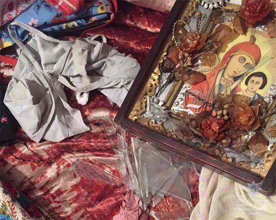 Внук-наркоман иконой едва не убил бабушку, опубликованы фото и видео