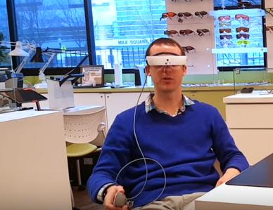 Очки eSight 3 помогают людя, которые имеют проблемы со зрением, ориентироваться в пространстве
