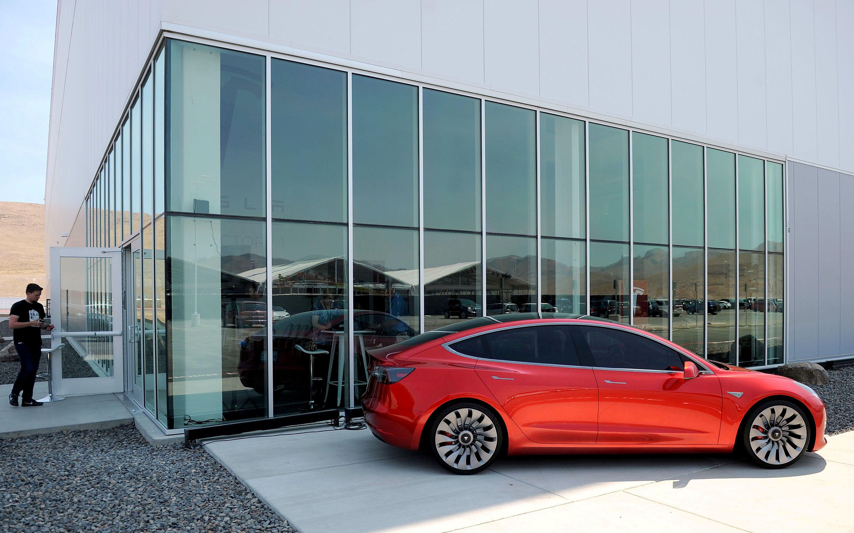 Tesla хочет производить на одном заводе автомобили и аккумуляторы к ним