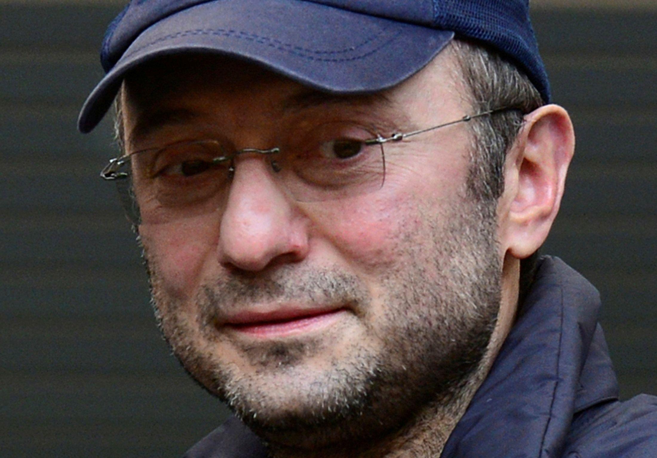Сулейману Керимово, в частности, запретили контактировать с некоторыми лицами