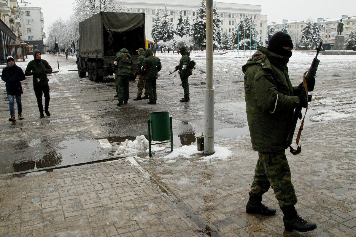 Вооруженные боевики на улицах Луганска