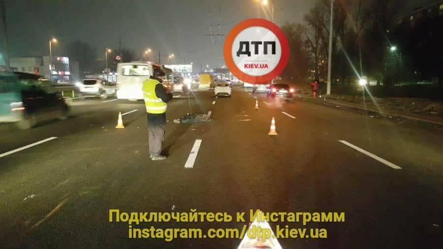 Мужчина перебегал дорогу в неположенном месте и попал под колеса сразу двух автомобилей