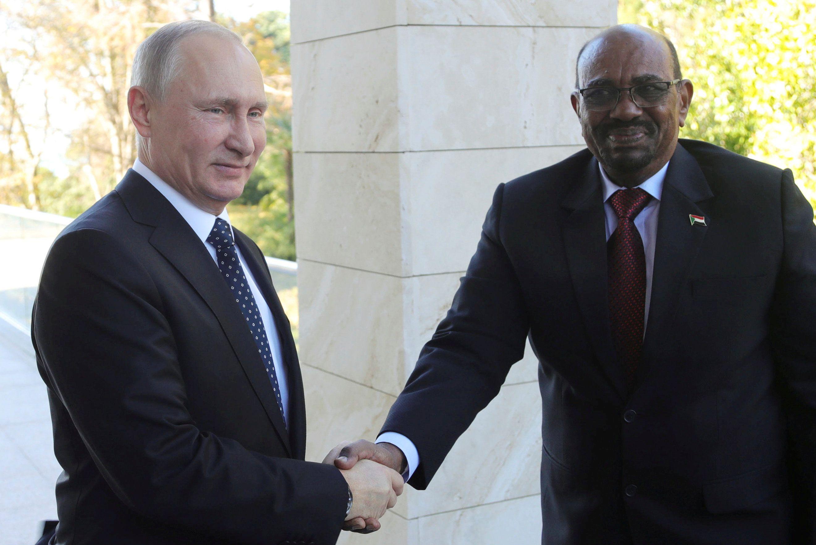 Владимир Путин и президент Судана Омар аль-Башир,