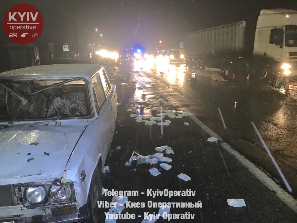 Смертельное ДТП на Киевщине. Внедорожник сбил трех женщин, водитель скрылся с места происшествия