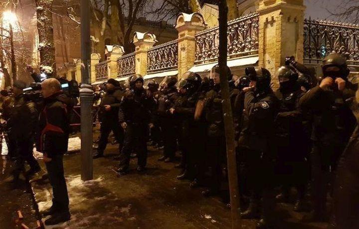 Очевидцы сообщают о задержанных
