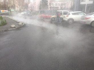 Горячая вода заливала улицы в Отрадном три часа