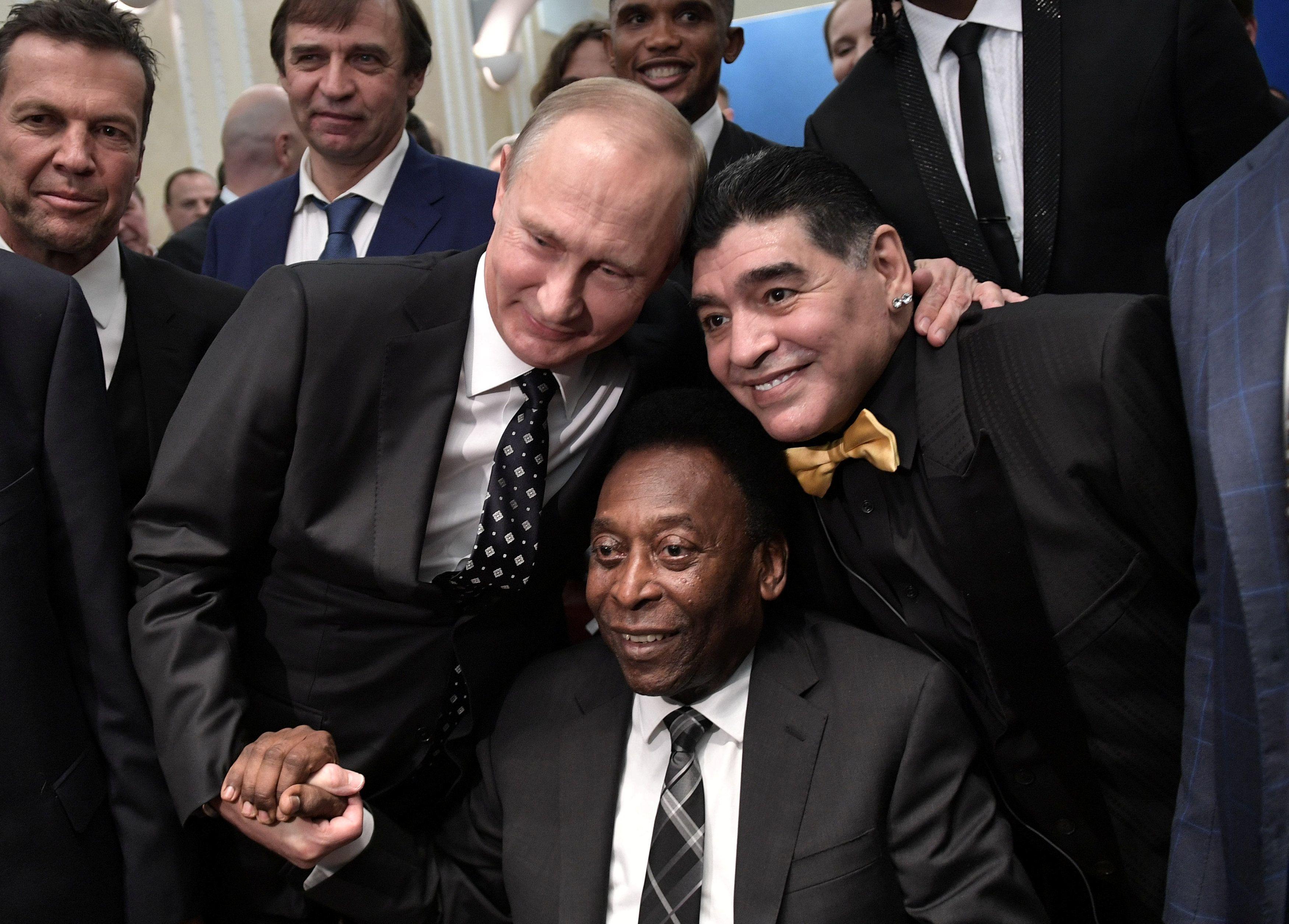 Путин уже засветился с Пеле и Марадоной