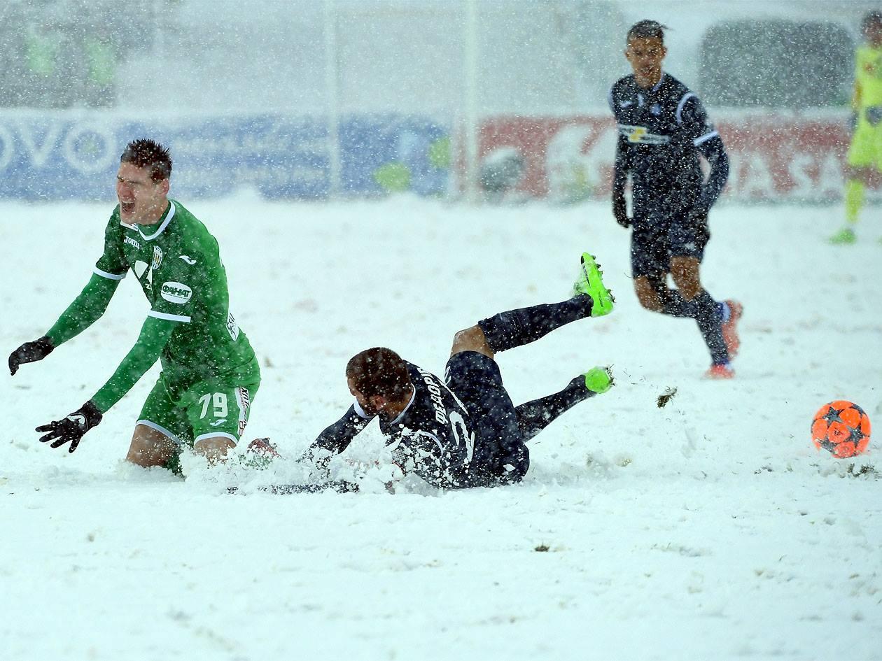 Снегопад помешал доиграть матч во Львове