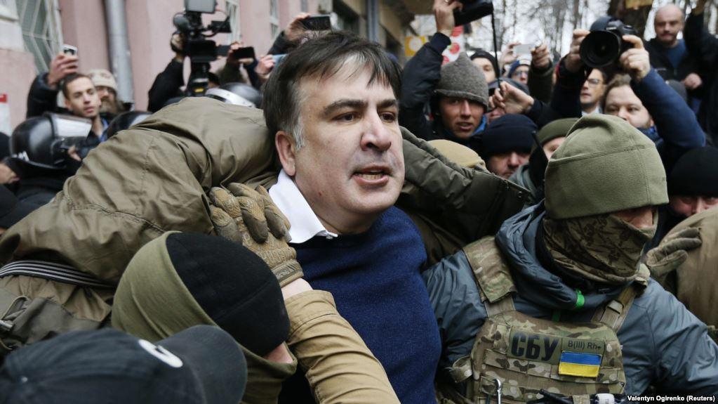 Эксперты называют задержание Саакашвили глупостью власти