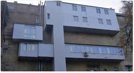 В Киеве заметили необычный балкон