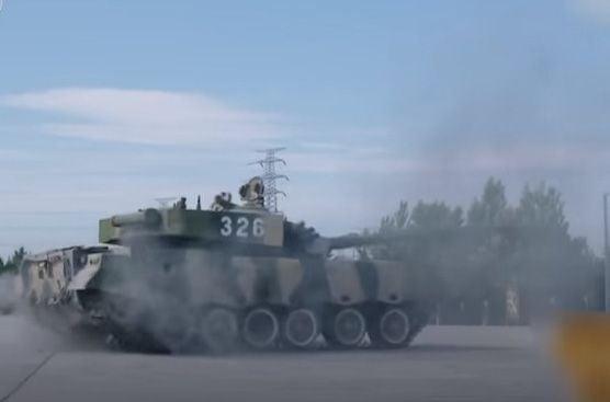 Китайский военный показал виртуозную парковку