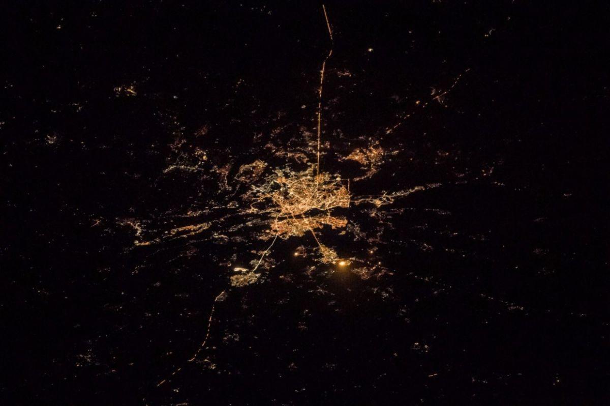 Панорама ночного Киева, запечатленная с борта МКС
